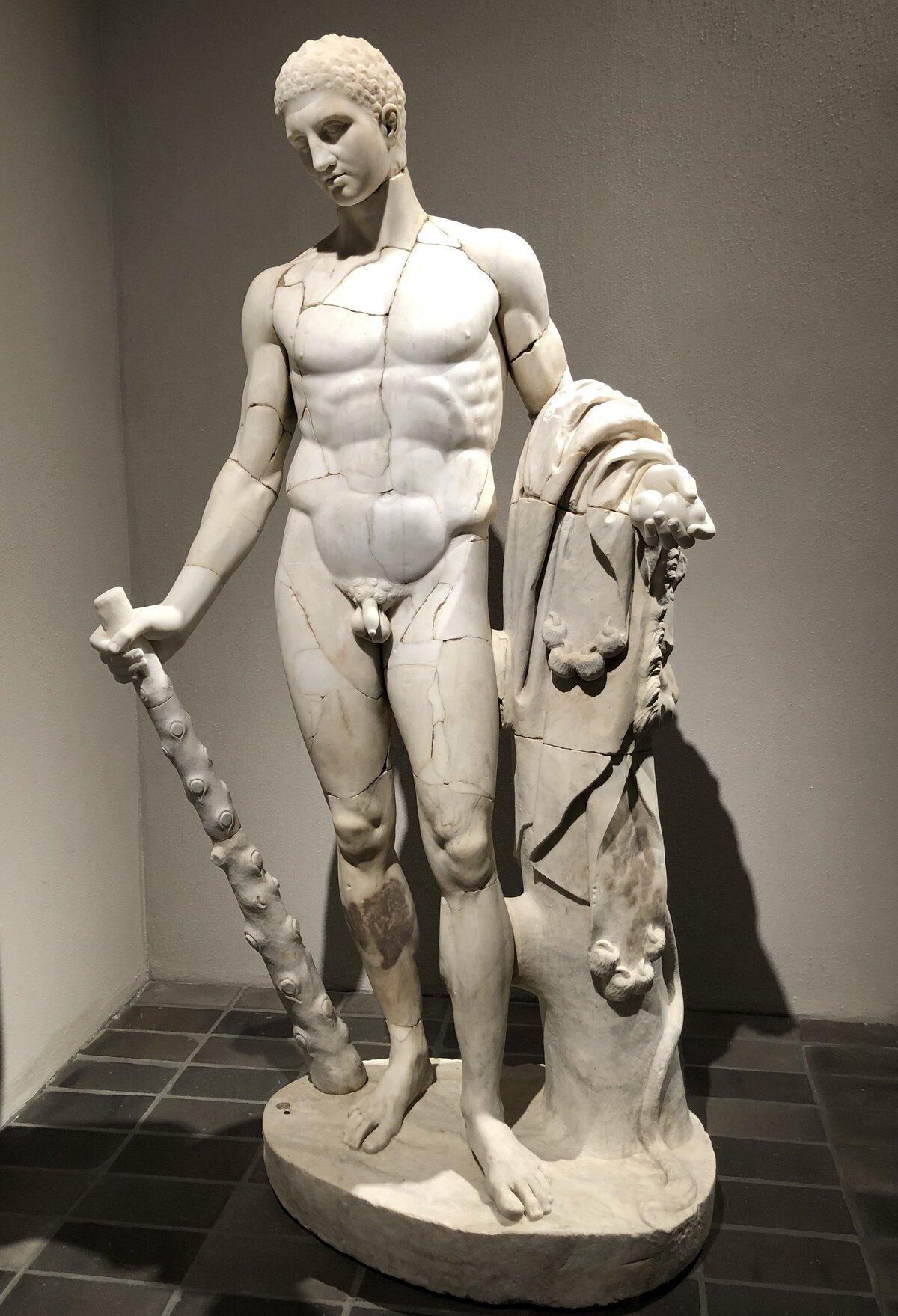 Scultura di Ercole, collezione Torlonia, Roma