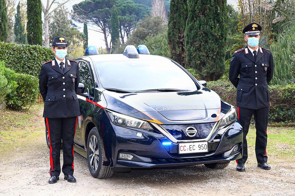 Nissa-Leaf-carabinieri
