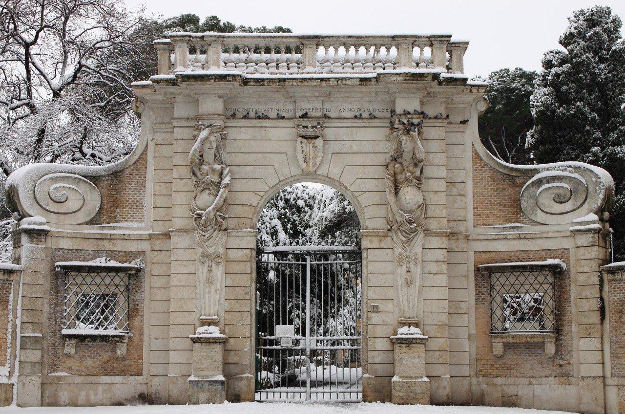 Roma, Celio. Villa Celimontana, ingresso